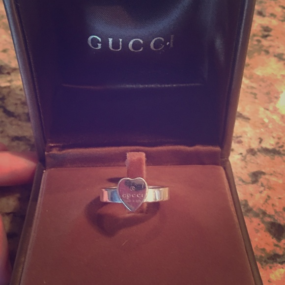 Gucci Heart ring in silver
