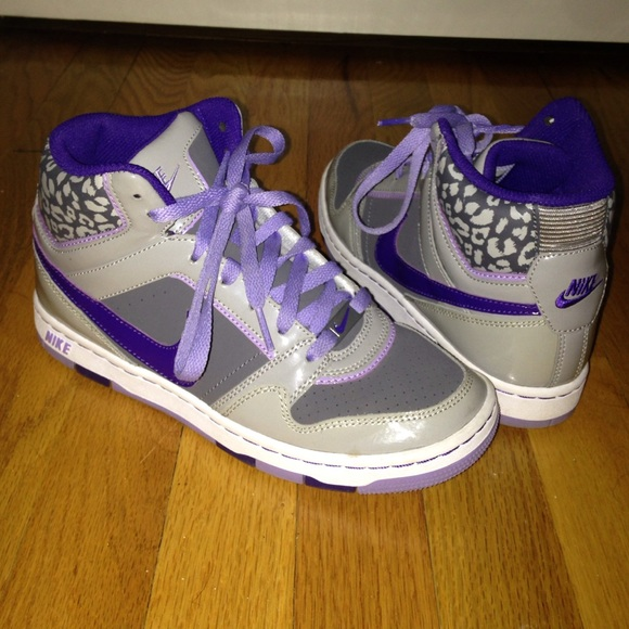 grey and purple nike shoes