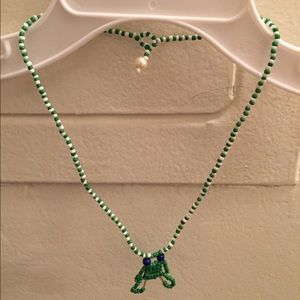 Other - beaded green frog necklace