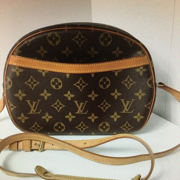b2b3e2a43f0f Louis Vuitton Handbags - Authentic Louis Vuitton Blois Crossbody