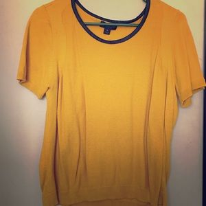 Short sleeves Gold shirt w/black detail