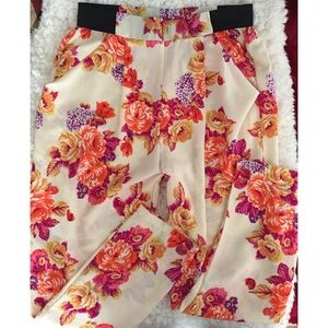 Ambiance Apparel Pants - NEVER WORN Cute flowery pants