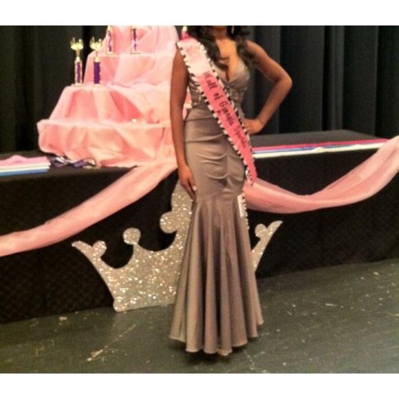 Dillards Dresses - ⭐️ Ruched Metallic Floor Length Evening Gown