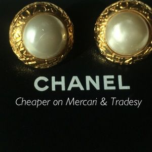 Vintage CHANEL White pearl Disc Earrings Clip On