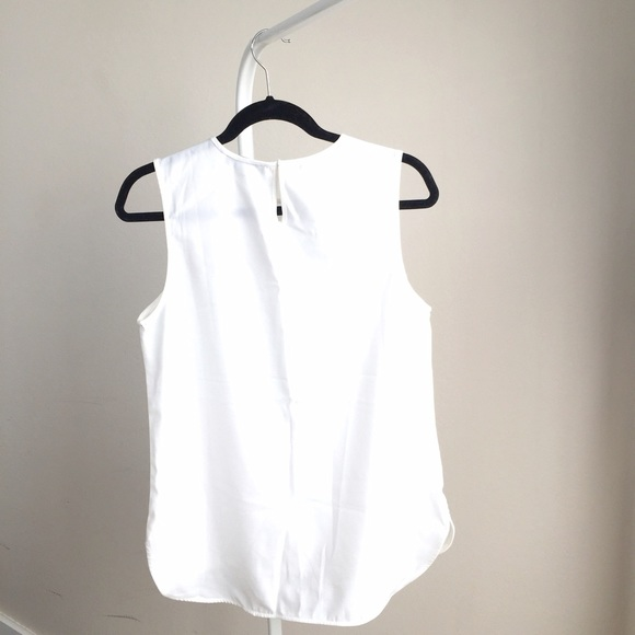 Choies Tops - NEW Choies modern white sleeveless top