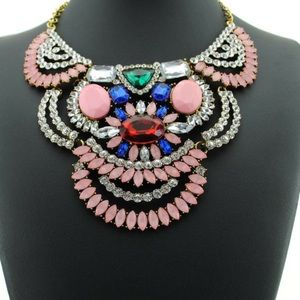 Gorgeous statement necklace
