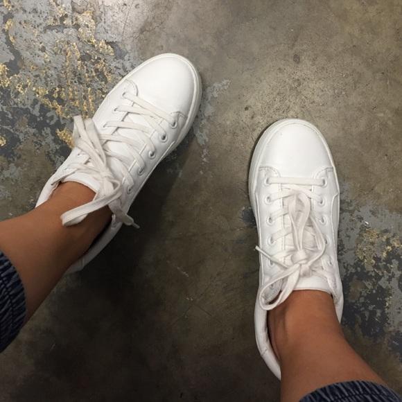 aefe7b6d60e Steve Madden BERTIE sneaker. WORN ONCE. M 56de18deeaf0308c7f0076e2. Other  Shoes ...