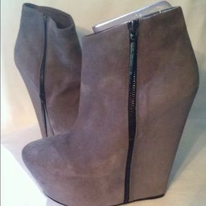 Monika Chiang Women's boots Suede Size 39 New Gray