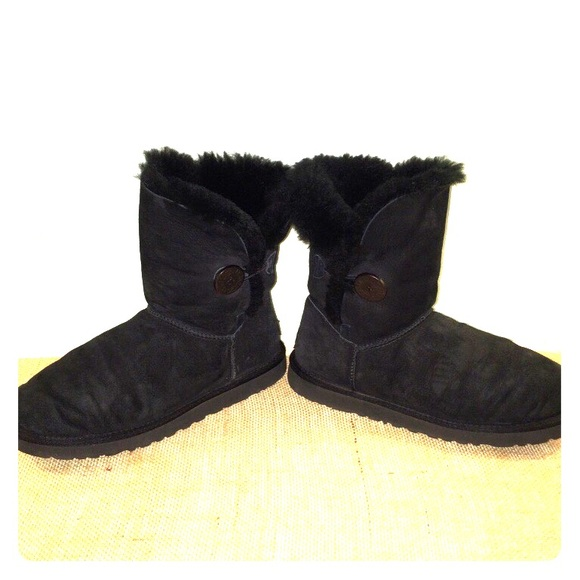 ugg bailey button size 9