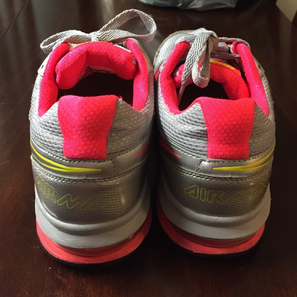 80 nike shoes vguc nike airmax grey and pink tennis