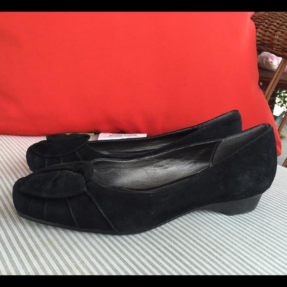 liz claiborne liz claiborne black suede leather shoes