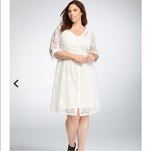 04b9a9880e5 Torrid shirt dress worn once off white cream. M 56e07dd5f0137df8f2041775