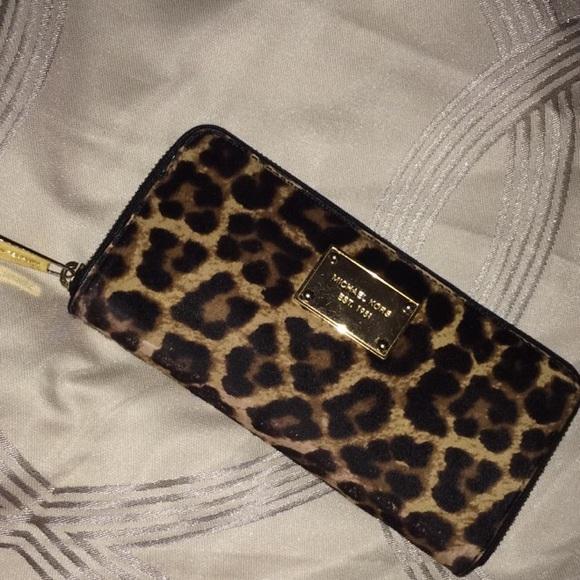 b5539ff807ba Michael Kors Cheetah Print Wallet. M_56e0e45d41b4e0da4f0130ea