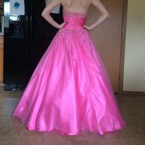Tony Bowls Dresses & Skirts - Pink Ballgown