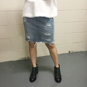 Distressed Denim Skirt 🌵