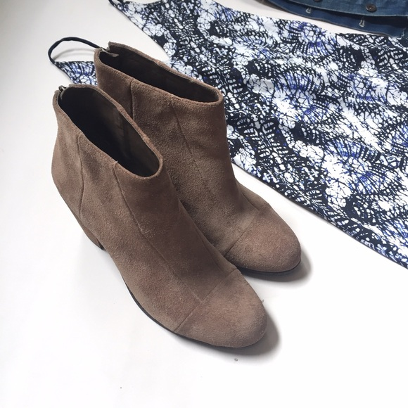 Vince Camuto Tan Suede Ankle Boots Back Zipper