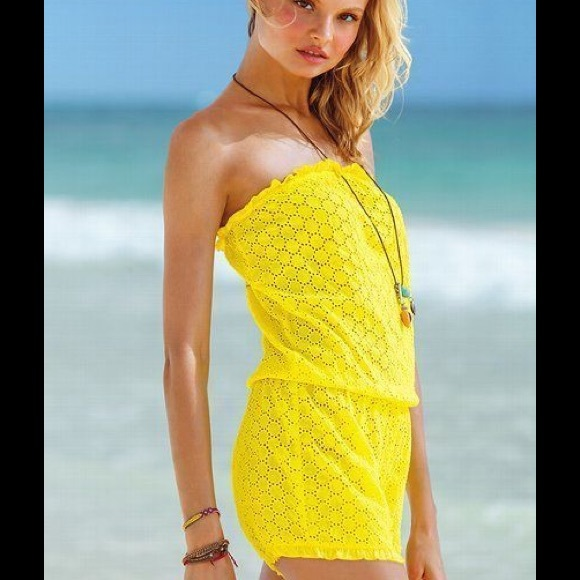 051e71a85df Victoria s Secret cover up romper 🌞. M 56e10f68a88e7d794d006928