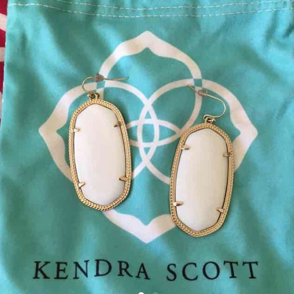 More About Kendra Scott & Kendra Scott Coupons Introduction Kendra Scott is a talent accessory designer and business women who creates the same name brands and company in , Kendra Scott Design, Inc. Kendra Scott is also the fashion jewelry and accessories producer and available in over stores around the world, which has its own jewelry line, such as traditional jewelry line and.
