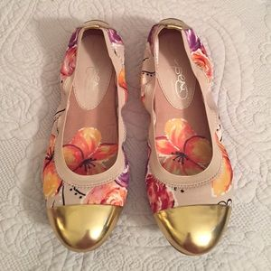 Naturalizer Shoes - Gold Cap Toe Floral Flats