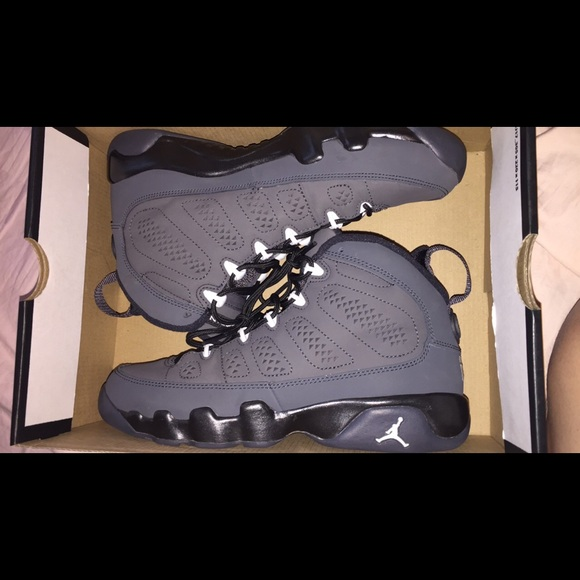 Air Jordan Retro 9 Size 6 youth