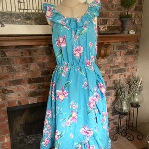 VINTAGE Hawaiian light weight ruffle dress