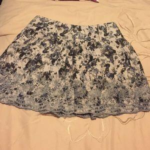 Cute flowy high waisted skirt.