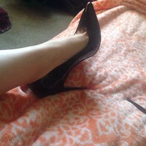Shoes - Black red bottoms. Pointy toe