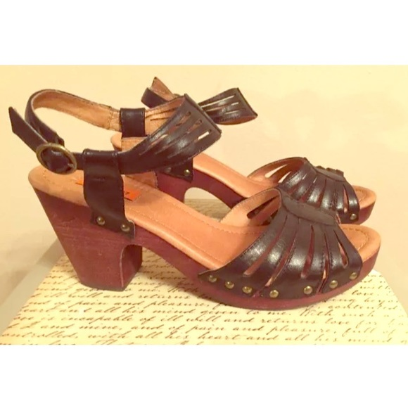 f48ebe131742 ... Strappy Heeled Sandals Clogs. M 56e2325bfbf6f96bc0008cd0