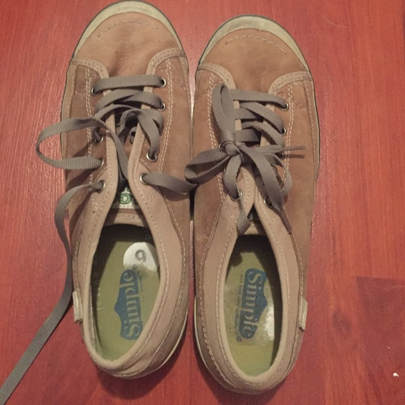 4e9a4fd705b Tan Simple Eco sneaks sneakers. M 56e2f26c78b31c2aca00393b