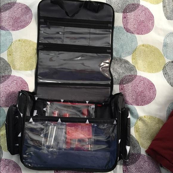 thirty one gifts bags 31 thirtyone gifts hanging traveler case