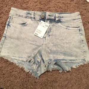 Brand new H&M light wash high-waisted Jean shorts