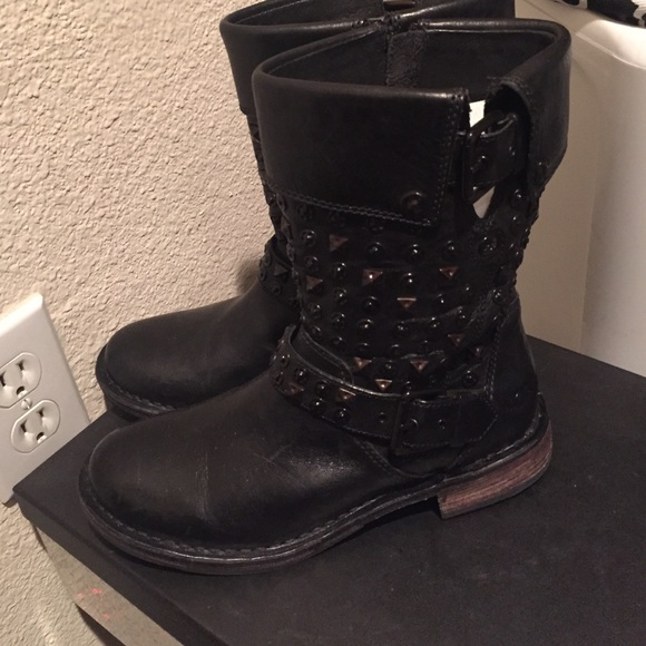 35 Off Ugg Shoes Ugg Studs Boots Sz 6 Black Leather