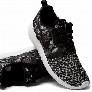 Nike Roshe Una Scarpa Maglia Jacquard Delle Donne Clip In Bianco E Nero oFr5QZXg