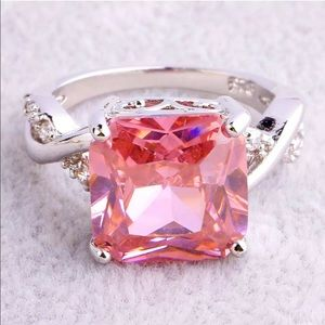 Jewelry - Brand new pink topaz ring