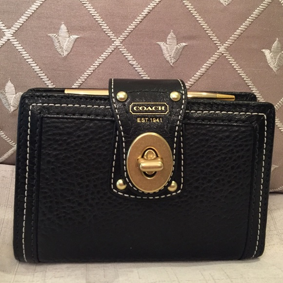 Coach Accessories - Auth NWT Black Coach Turnlock Leather Planner