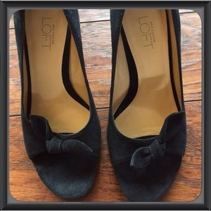 Loft Ann Taylor Black Suede Heels With Bow