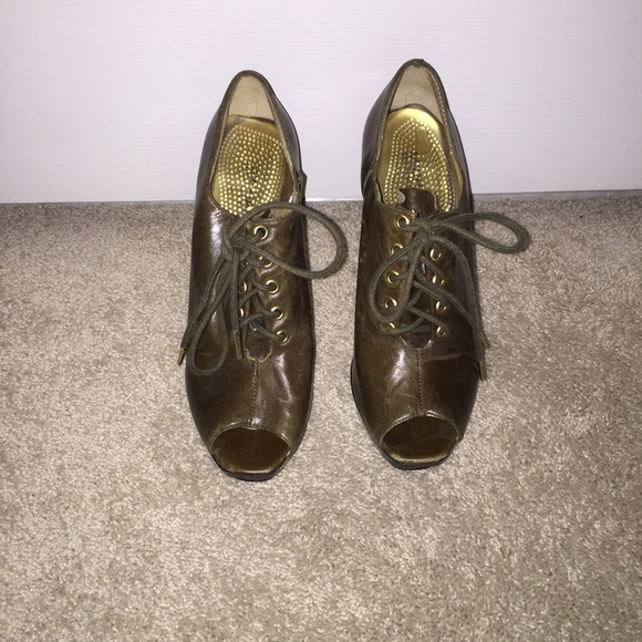a5a80a459a9 Buy michael kors pumps olive   OFF55% Discounted