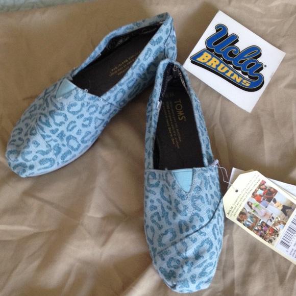 79f5d4862fc5 TOMS Shoes | Hp Snow Leopard Vegan Classics Size 65 | Poshmark