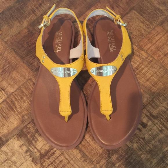 284e2a15ed870e Michael Kors Plate thong sandals. M 56e48a839c6fcf786800b09b