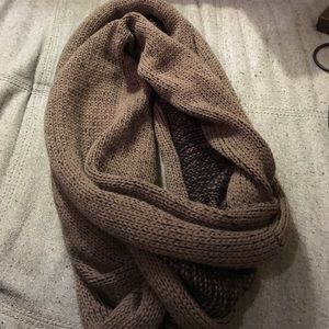 Accessories - Taupe scarf