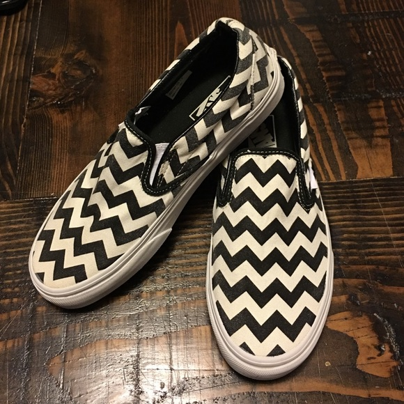2a23977512 VANS black white chevron print slide slip on shoes.  M 56e4dca2bf6df52f5e02ca53