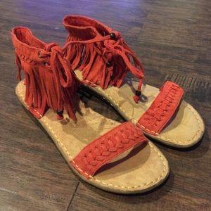 Minnetonka Shoes - 🎉Sale🎉 New Minnetonka Fringe Sandals