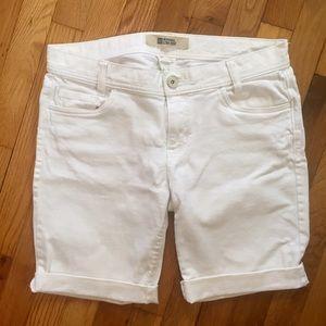 GAP white denim rolled up Bermuda shorts