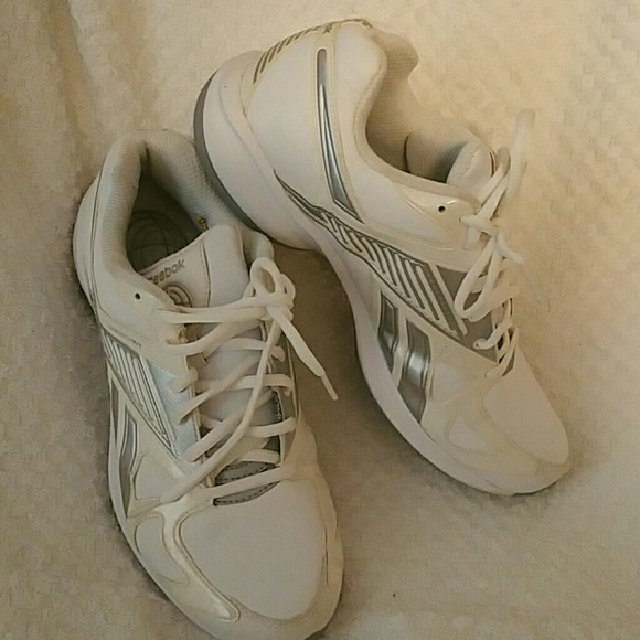 8b68a2d365a7 Reebok women s Simple Tone Sneakers. M 56e5c257f739bc7433009b3b