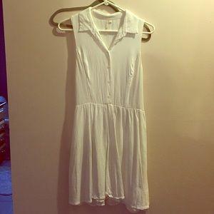 Dresses & Skirts - White button up collar dress