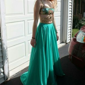Beautiful Sherri Hill 2 Piece Prom Dress