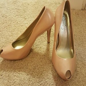 Jessica Simpson Nude Pumps!
