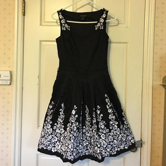 01535eee4e205 White House Black Market Fit Flare Floral Dress 0.  M_56e5de63f0137dcadb044759