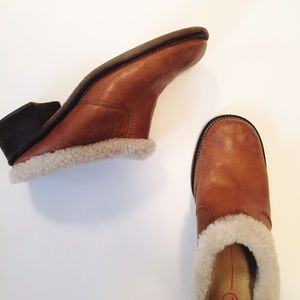 Vintage camel leather clogs with faux shearling