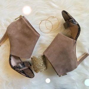 Louise et Cie Shoes - 💕HP💕 Louise et Cie Cuffed Heel